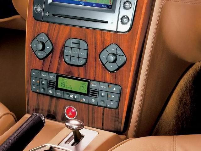 玛莎拉蒂Quattroporte的前座控制键