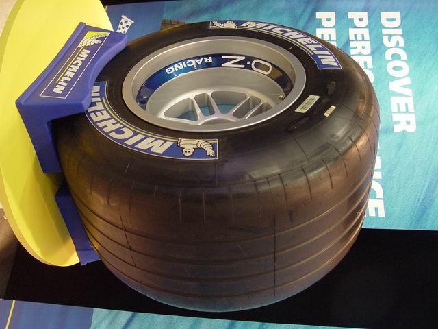 图片为活动中展示的米其林赛车轮胎.