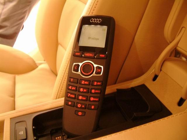 奥迪A8 L 6.0 quattro车载通讯系统