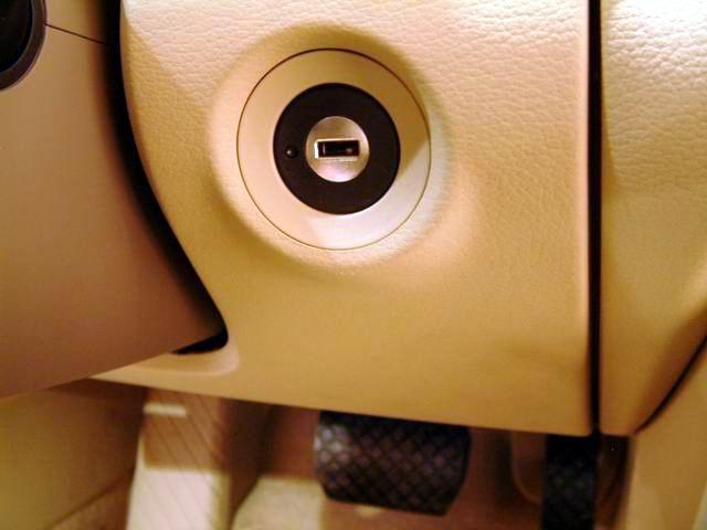 奥迪A8 L 6.0 quattro钥匙插孔