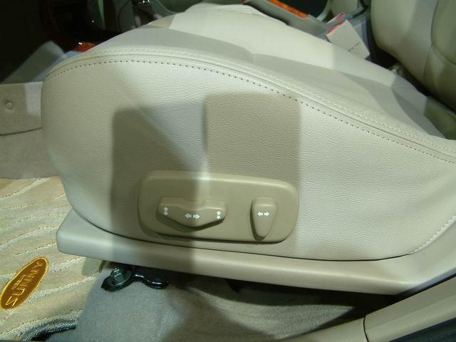 2004款阳光前排可调节座椅