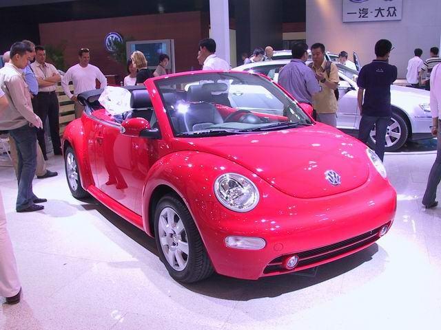 图片 2004北京国际车展--德国大众    图片为亮丽的大众新甲壳虫敞篷