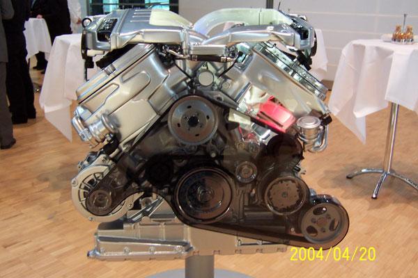 德国大众汽车公司在德累斯顿市大众辉腾生产厂,即著名的大众透明高清图片