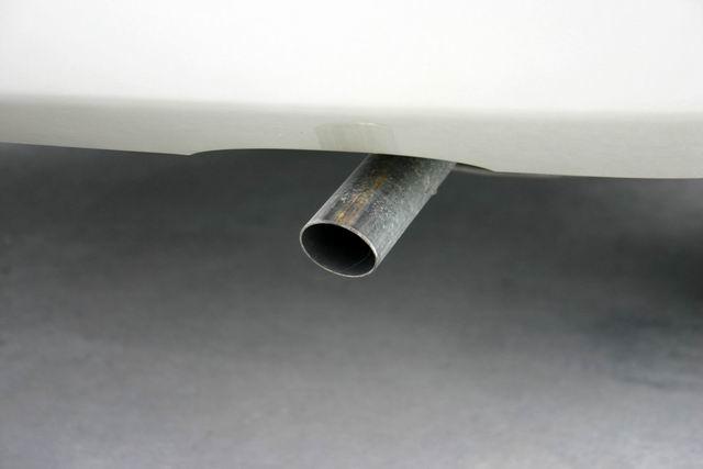 三厢夏利n3排气管高清图片