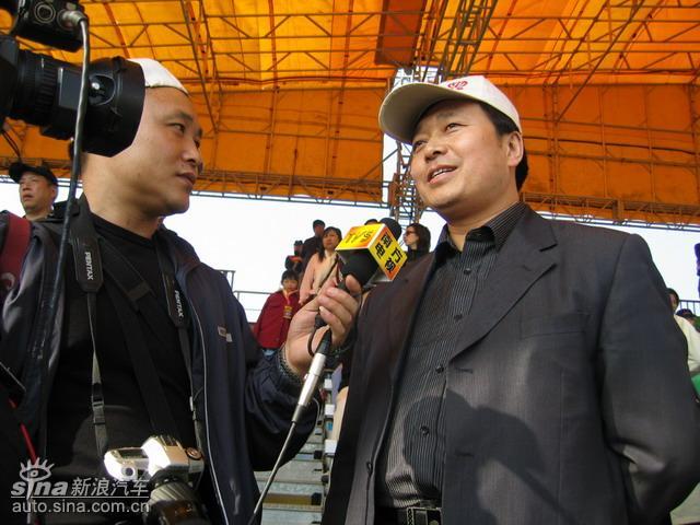 中华车主接受媒体采访