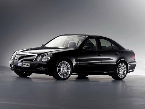 国产奔驰新e级车最高优惠5万高清图片