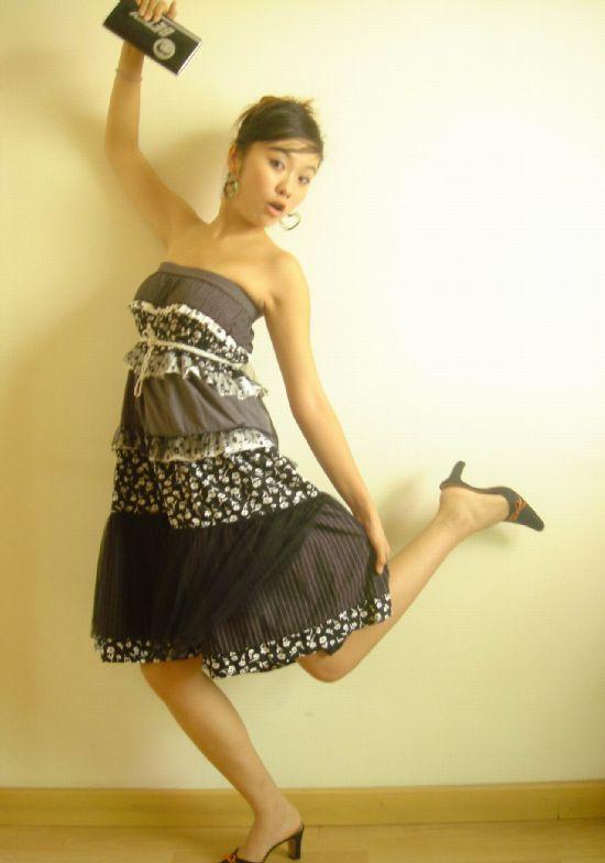 组图:可爱女生pose也疯狂_新浪论坛_新浪网