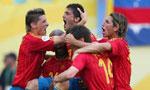 西班牙4-0乌克兰 队友庆贺比利亚