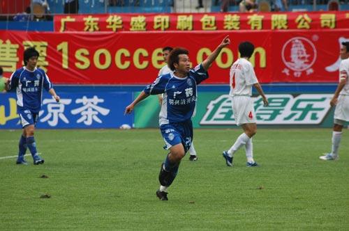 内外援全面开花广药5-1大逆转南京紧随联赛领头羊