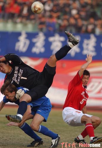 图文-江苏舜天主场2-1胜成都五牛泰山压顶