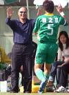图文-中甲末轮日之泉胜安馨园麦超祝贺队员进球