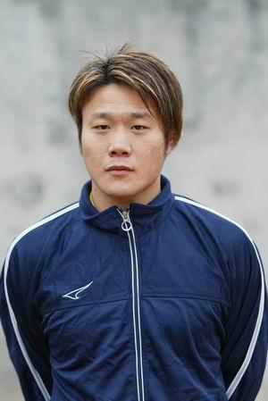 资料图片-05中甲广州日之泉队队员照片前锋温小明