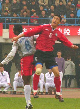 图文-[中甲]厦门蓝狮1-0胜河南建业王寿伟奋力争顶