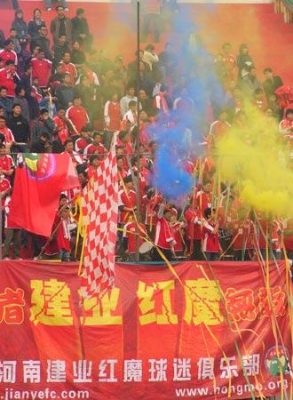 图文-[中甲]厦门蓝狮1-0胜河南建业红魔赛场助威建业
