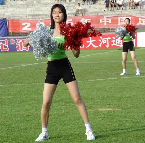 图文-延边队足球宝贝亮相热舞助阵活力十足