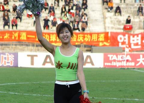 图文-延边队足球宝贝亮相灿烂笑容张显可爱