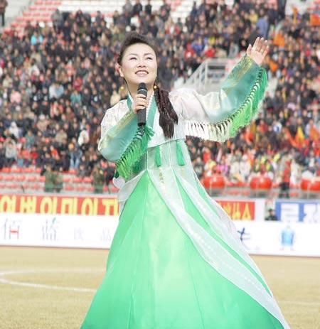 图文-延边1-0有有获首胜朝鲜族美女歌手献歌助兴