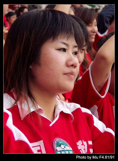 图文-河南建业队的坚实后盾最漂亮的红色魔鬼