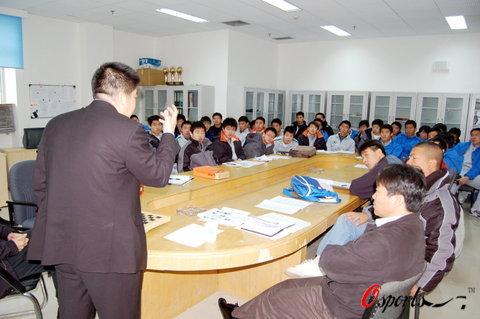 图文-民族企业冠名北理工众将士参加联赛动员会