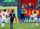 图文-[中甲]广药主场5-1南京有有守门员空中摘球