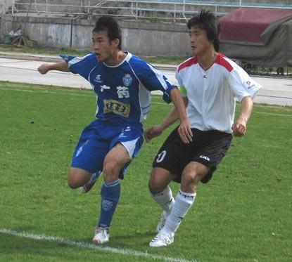 图文-[中甲]延边主场0-2广州医药无球卡位争夺