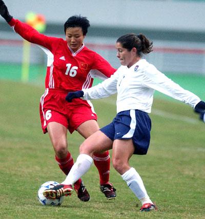 中国女足2 0战胜美国队 刘亚莉积极拼抢