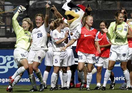 资料图片 美国女子足球职业大联盟wusa宣布关闭