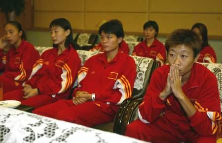 女足结束世界杯之旅抵京 王丽萍白洁神色黯然