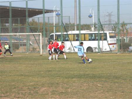 图文-网络媒体足球赛四分之一决赛中青网2-0胜E龙