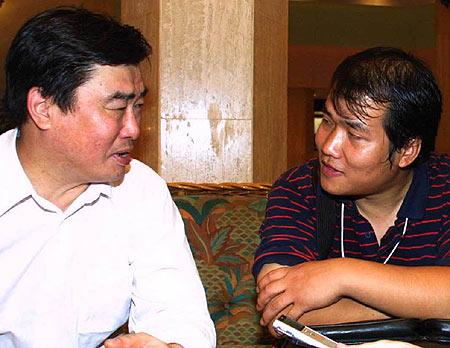 资料图片-马德兴访足坛官员中国足协副主席阎世铎