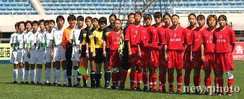 图文-女超第2轮北京2比0胜河北比赛前集体合影