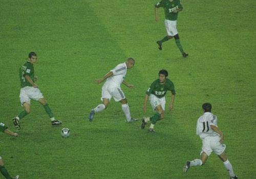 图文-皇马VS现代罗纳尔多绝妙传球扳平比分