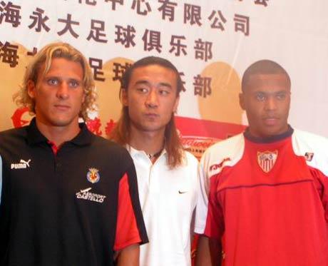 图文-上海足球赛召开赛前发布会肖战波比肩两巨星