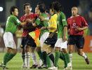 图文-现代0-3负曼联张帅与红魔范尼发生争执