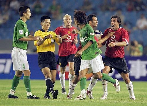 图文-现代0-3负曼联看来范尼真是气的够呛