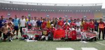 图文-曼联和中国球迷互动活动红魔与球迷大合影