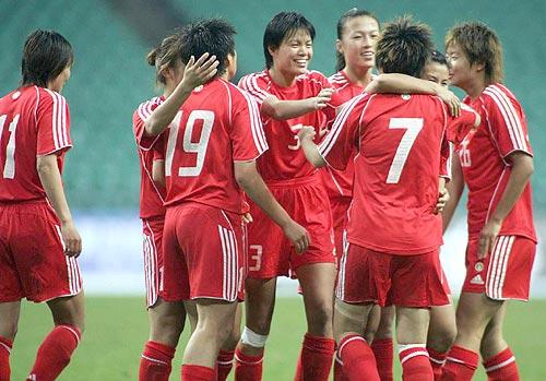 图文-[女足四国赛]中国3-1挪威中国女足欢庆胜利