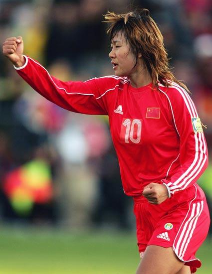 图文-中国女足点球6-4澳洲夺冠韩端首破澳队国门
