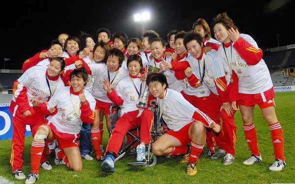 图文-中国女足点球6-4澳洲夺冠铿锵玫瑰终绽放