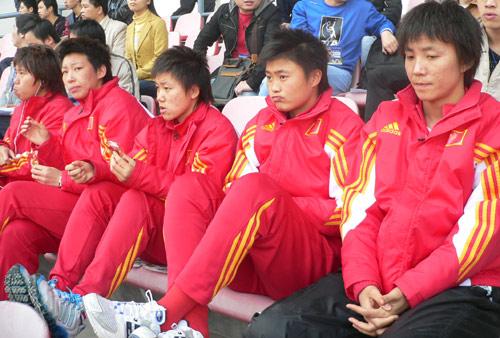 图文-[四国赛]中国女足0-0德国替补球员看台上观战