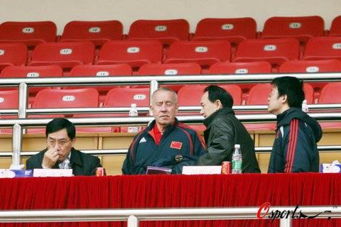 图文-中国女足0-0德国谢亚龙请克劳琛出谋划策?