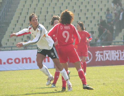 图文-中国女足0-0德国暂列第一双方拼抢难分胜负