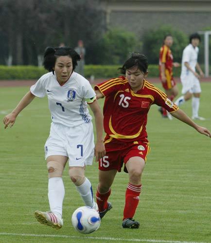 图文-[教学赛]中国女足2-0胜韩国岳敏积极拼抢