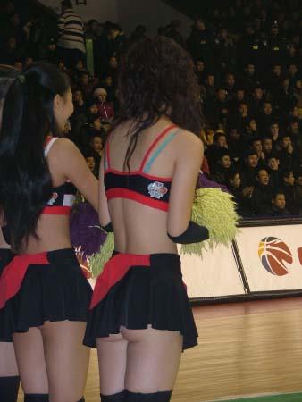 图文-[cba]吉林109-111上海 东北虎美女啦啦队走光