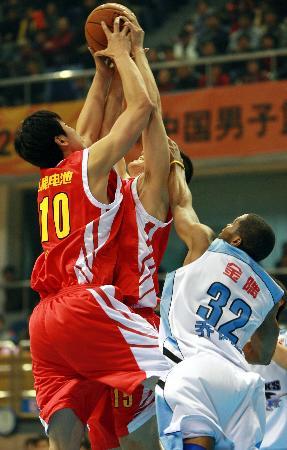 """图文-[CBA]北京89比112八一""""自家兄弟,抢啥?"""""""