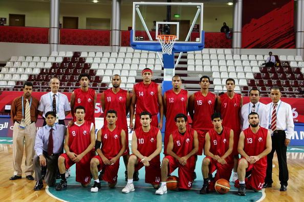 图文-30日多哈亚运会男篮赛事 巴林队合影