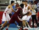 图文-亚运男篮决战中国VS卡塔尔卡队队员无奈传球