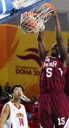 图文-亚运男篮决战中国VS卡塔尔王治郅眼看对手暴扣