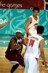 图文-男篮决战中国59-44卡塔尔双王防守对手心怯