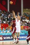图文-亚运男篮决赛中国对卡塔尔朱芳雨外线投球
